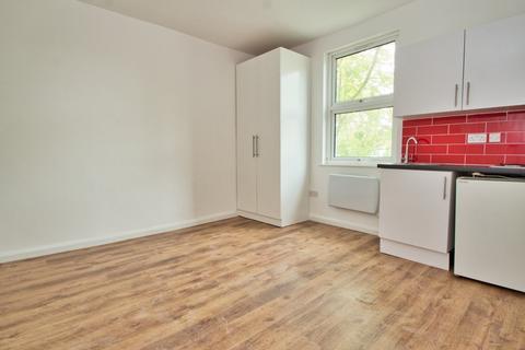 Studio to rent - New Windsor Street, Uxbridge