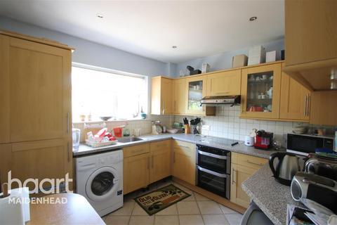 2 bedroom maisonette to rent - Burnham