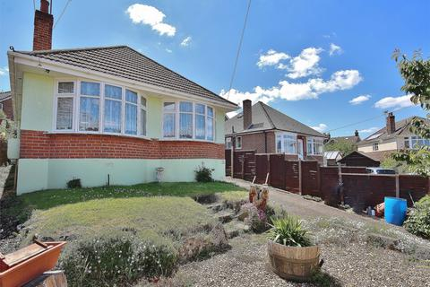 2 bedroom detached bungalow for sale - Churchill Crescent, Parkstone, Poole, Dorset