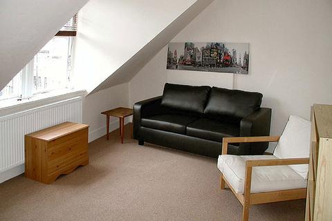 2 bedroom property to rent - 75 (3F2) Broughton Street