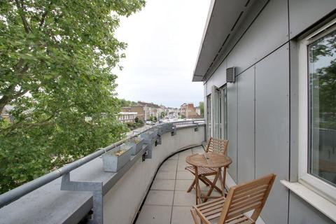 1 bedroom flat for sale - Brooklands Court, Wandsworth Road, SW8