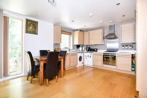 2 bedroom flat to rent - Douglas Close, Stanmore, Middlesex, HA7 3FL