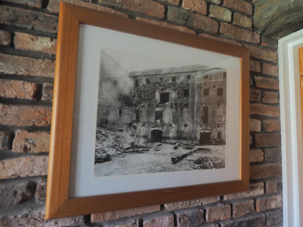 Communal Photograph (Building)