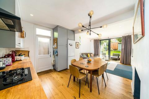 2 bedroom ground floor maisonette for sale - Oakbank Grove, London