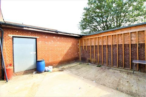 Garage to rent - Oswald Road, Southall