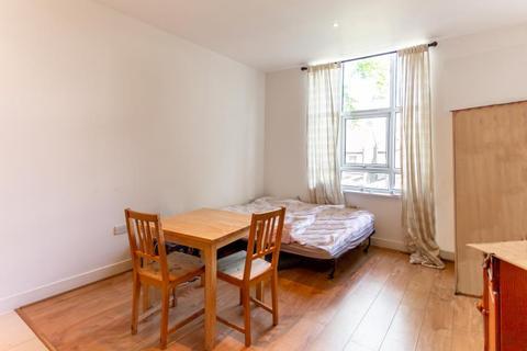 Studio to rent - Bromyard Avenue, W3