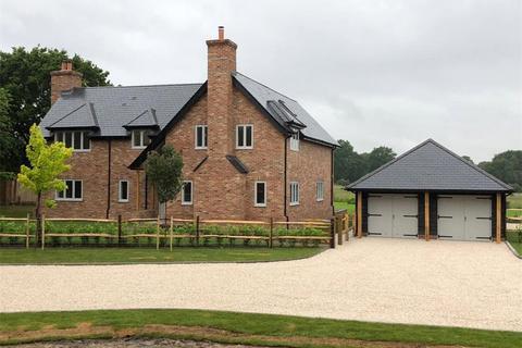 4 bedroom detached house for sale - Rowplatt Lane, Felbridge, East Grinstead, Surrey, RH19