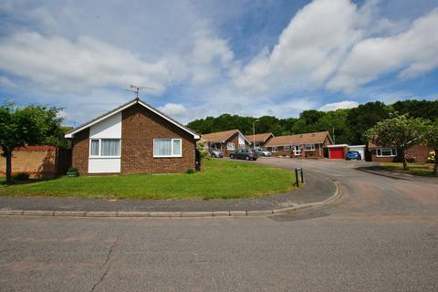 2 bedroom detached bungalow for sale - Fern Close, Calcot, Reading, RG31 4YY