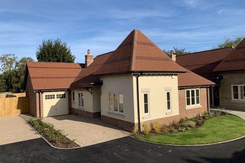 3 bedroom detached bungalow for sale - Stirling Place, Gravel Hill, Wimborne, BH21 1RW