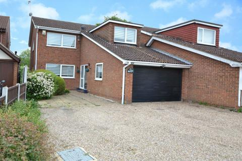 4 bedroom detached house for sale - High Road North, Laindon, Basildon, Essex, SS15