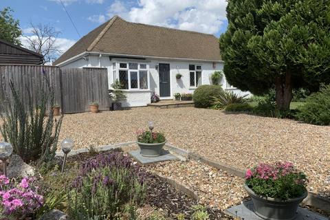4 bedroom detached bungalow for sale - Staines-Upon-Thames, Surrey, TW18