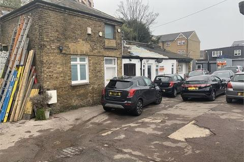 Warehouse to rent - Station Road, South Norwood, London, SE25 5AH