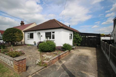 3 bedroom detached bungalow for sale - Eastbury Avenue, Rochford
