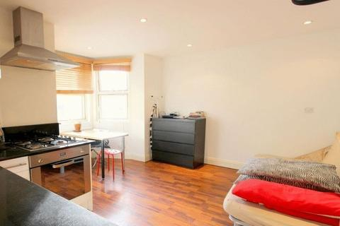 Studio to rent - Next to Balham tube