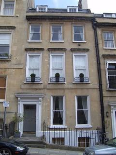 4 bedroom apartment to rent - Russell Street