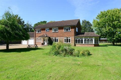 4 bedroom detached house to rent - Runcton Lane, Runcton, Chichester.