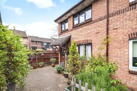 3 bedroom semi-detached house for sale - Greystoke Drive, Ruislip, Middlesex, HA4