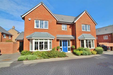 5 bedroom detached house for sale - Newcombe Crescent, Buckingham