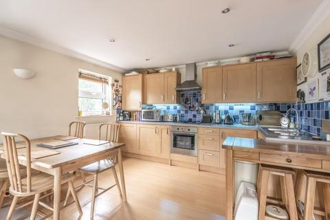 2 bedroom flat for sale - Leacroft, Staines, TW18