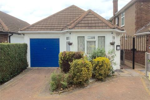 2 bedroom detached bungalow for sale - Conway Road, Whitton, Middlesex