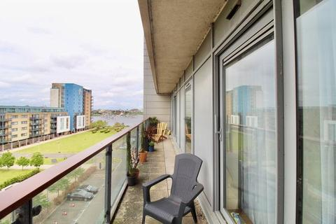 2 bedroom apartment for sale - Caldey Island House, Ferry Court, Cardiff Bay, CF11 0JN