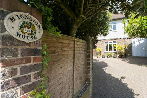 4 bedroom detached house for sale - Holden Road, Southborough