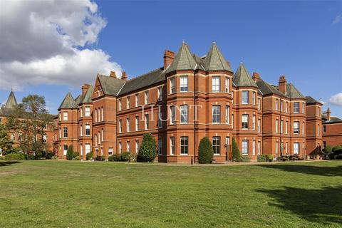 2 bedroom flat to rent - Sutherland House, Rosebury Square, Repton Park