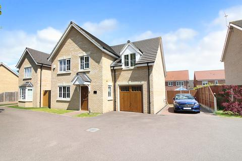 5 bedroom detached house for sale - Oulton Road North, Lowestoft