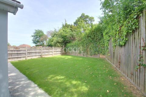 3 bedroom bungalow for sale - Greensward Lane, Hockley