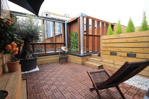 3 bedroom townhouse - Roof Gardens, Arundel Street. Castlefield
