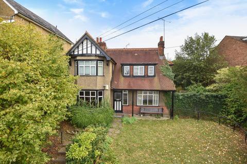 5 bedroom detached house to rent - Harefield Road, Uxbridge, Middlesex UB8 1PL