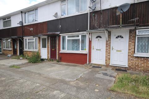 Studio for sale - Yeading Court, Masefield Lane, Hayes, UB4 9AJ
