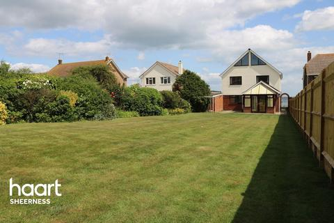 5 bedroom detached house for sale - The Leas, Sheerness
