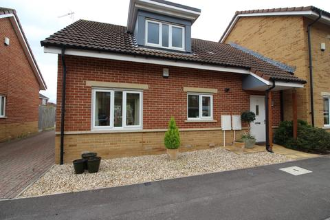 2 bedroom bungalow for sale - Cambrian Drive, Yate, Bristol, BS37 5TT