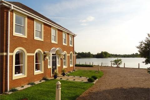 4 bedroom detached house for sale - Sheerwater, Watermead, Aylesbury, Buckinghamshire. HP19 0FS