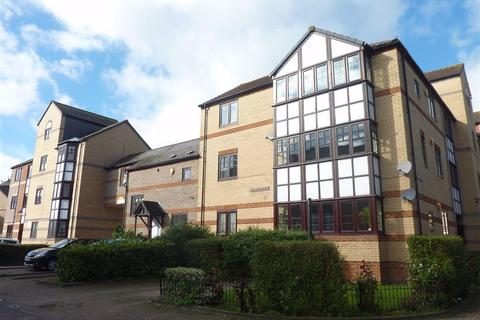 3 bedroom apartment to rent - Swan Place, Holybrook, Reading