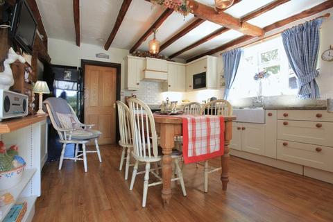 4 bedroom detached bungalow for sale - Little Brittons, Brittons Lane, Stock