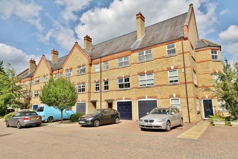 4 bedroom townhouse for sale - Silistria Close, Knaphill