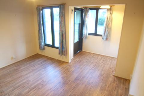 1 bedroom end of terrace house to rent - Aspen Close, Staines, TW18 4SW