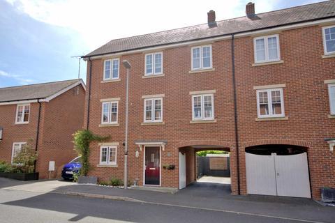 5 bedroom semi-detached house for sale - Newton Leys