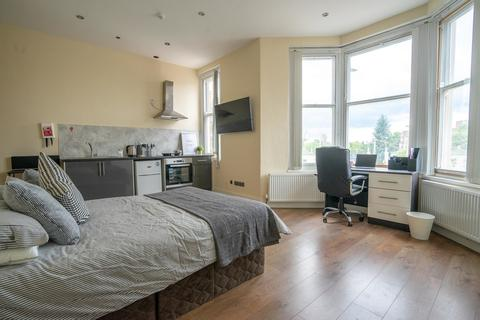 Studio to rent - 150-152 London Road, Leicester