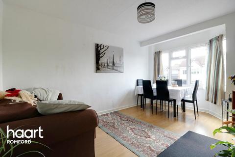 2 bedroom maisonette for sale - Brentwood Road, Romford