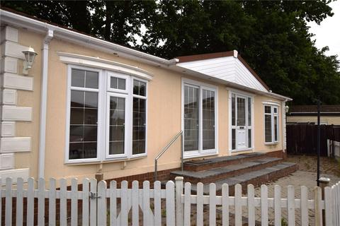 2 bedroom mobile home for sale - Fairfield Park, West End Road, Mortimer Common, Reading, RG7