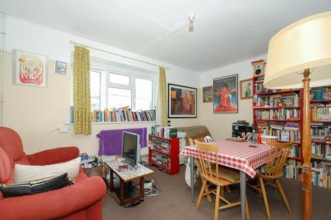 1 bedroom flat for sale - Lamport Close, London, SE18