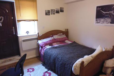 Studio to rent - |Ref: 15-320|, Portswood Road, SO17