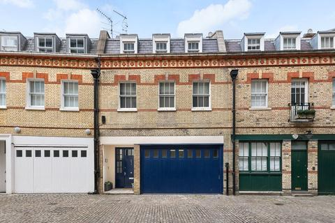 4 bedroom terraced house for sale - Grosvenor Crescent Mews, London, SW1X