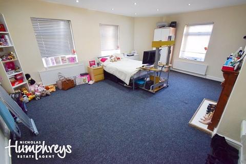 Studio to rent - Regent Road, Hanley, ST1