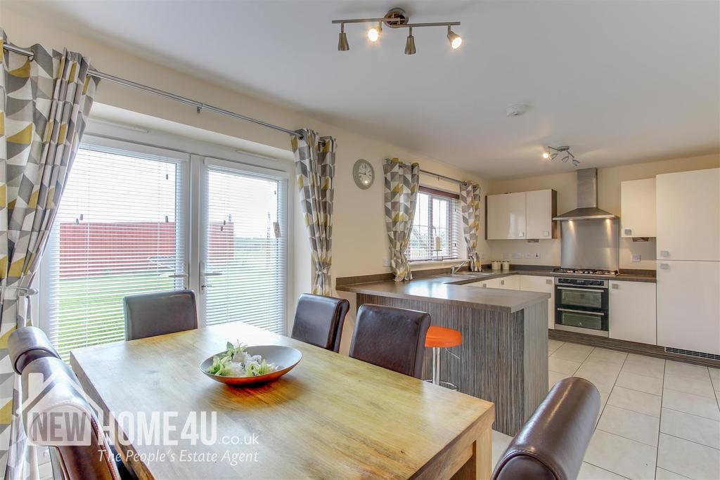 Kitchen / dining room:
