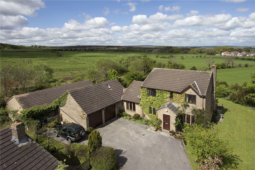 4 Bedrooms Detached House for sale in Heatherlands Avenue, Denholme, West Yorkshire