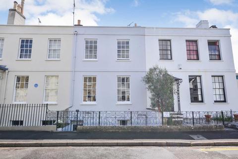 3 bedroom townhouse for sale - Oxford Street, Cheltenham, Gloucestershire